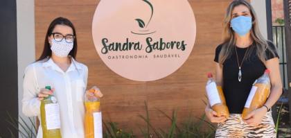 Angélica Tozzi, Psicóloga da Santa Casa de Andradina buscando a doação so Shot da Imunidade, feita pela empresária Sandra Passarelli.